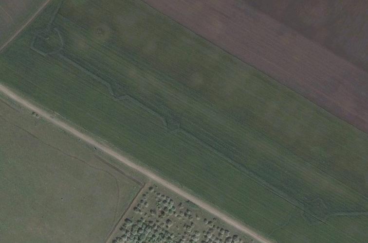 След вала с реданами и бастионами в р-не Слободской крепости на Bing Maps.
